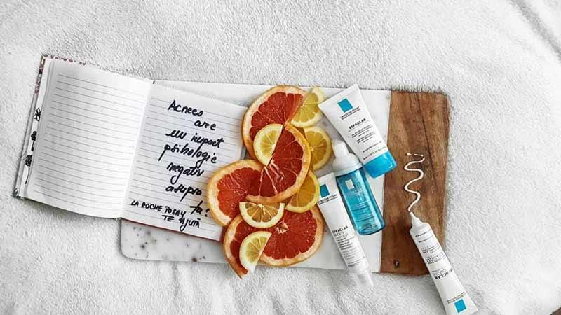Intrebari-dermatolog-acnee La Roche Posay : Cum avem grija de tenul predispus la acnee? Interviu cu Dermatologul (part I)